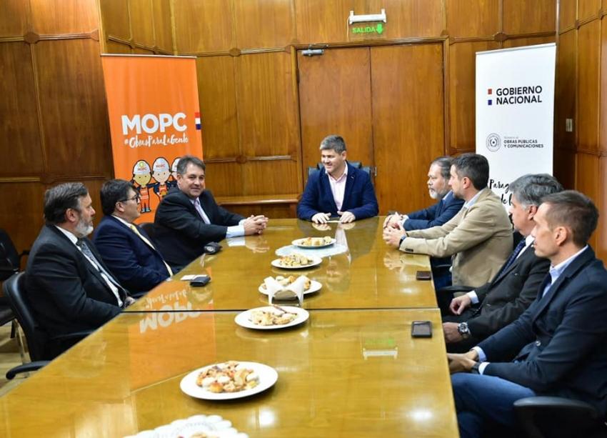 Reunión con autoridades del MOPC y técnicos de OACI.